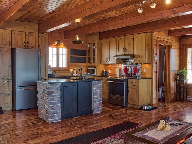 Canadian Style 2 Floor Cottage